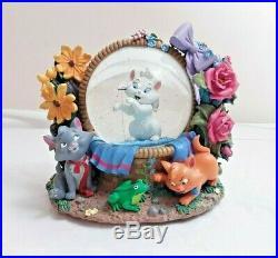 Disney ARISTOCATS MARIE Musical Snowglobe tune'waltz of the flowers' snow globe