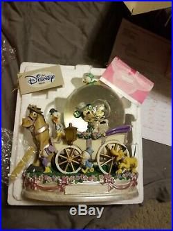 Disney Mickey Mouse & Minnie Mouse Just Married Musical Wedding Snow Globe 9