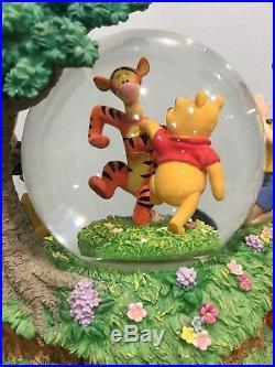 Disney Musical Snow Globe WINNIE THE POOH & Tigger Dancing Christopher Robin Roo