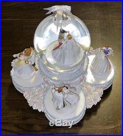 Disney Princess Wedding Cake Musical Snowglobe Water Snow Globe Pristine/Rare