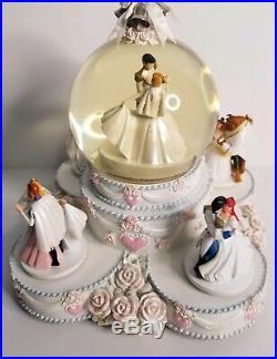 Disney Princesses Wedding Cake Animated Musical SnowithWater Globe Rare EUC