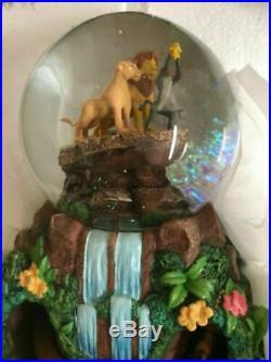 Inédit LE ROI LION Timon Pumba DISNEY globe musical animé figurine/statue NEUVE